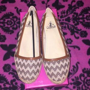 Women casual shoe.